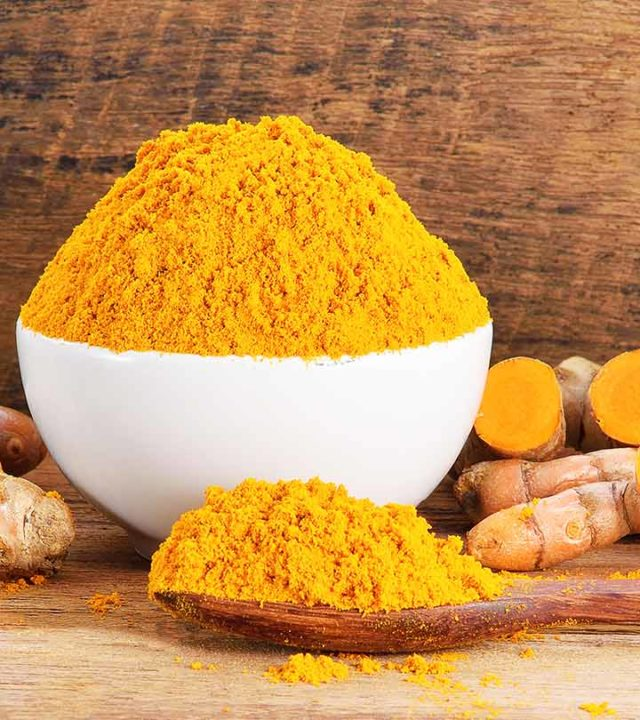 233-simple-ways-of-using-turmeric-to-cure-pimples_387623287-640x720.jpg