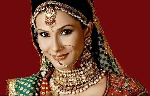 Indian Nose Rings - Adorning Nose with beautiful Jewels and Rings18