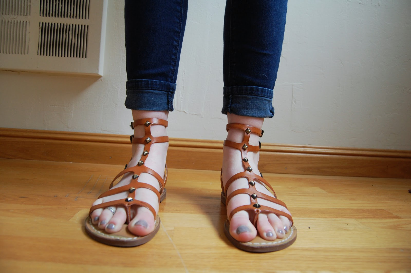 cropped jeans gladiator sandals